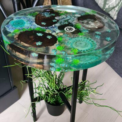 Epoxy tafel met schildpad rond epoxyworkshop antoynette Anema