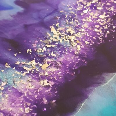 Epoxy Bijzettafeltje epoxy workshop basisis paars turquoise blauw detail