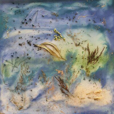 epoxy met bloemen op tafel blauw groen epoxyworkshop antoynette anema